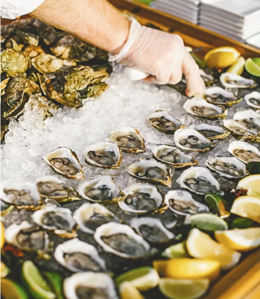 small wedding ideas - fresh seafood station