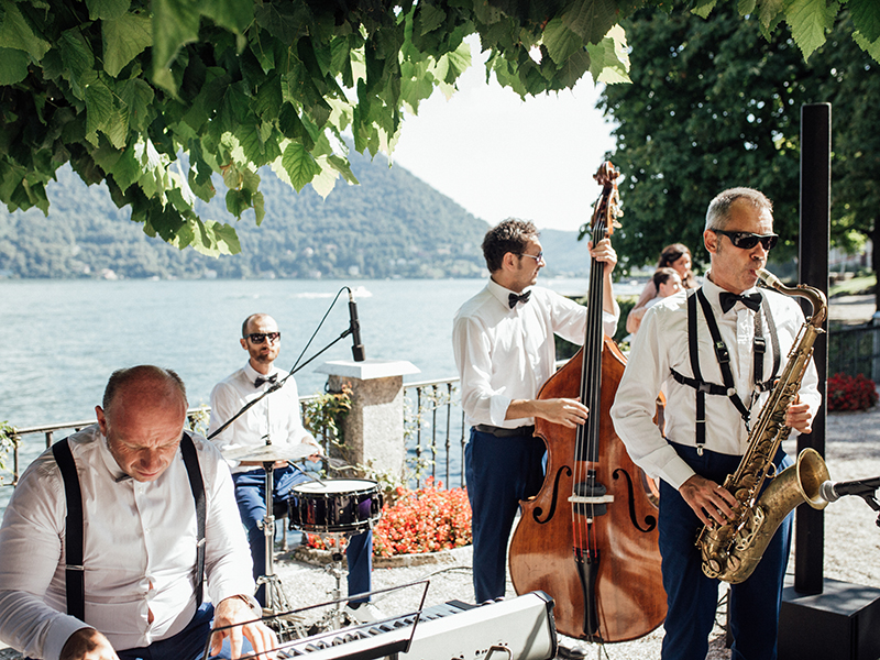 small wedding ideas - band instead of dj